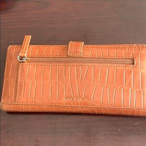 Kenneth Cole Bags - Woman wallet